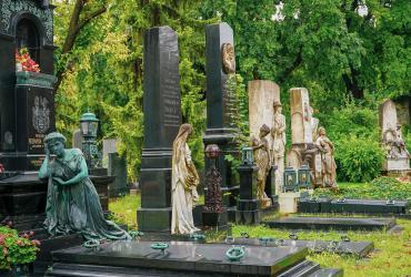Rozlúčka a pochovanie na cintoríne